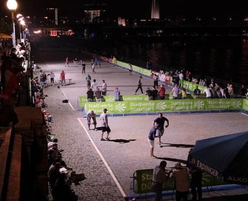 2005-kej Spielflächen links nachts