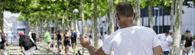 Boulespieler an der Rheinuferpromenade