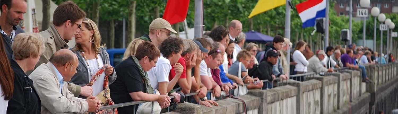 Zuschauer Festival Kaimauer