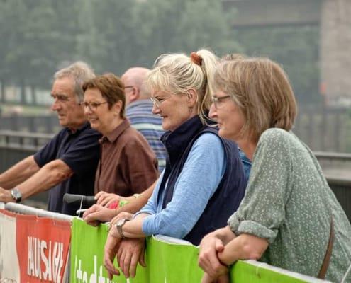 2139-tpe Zuschauer Rheinufer